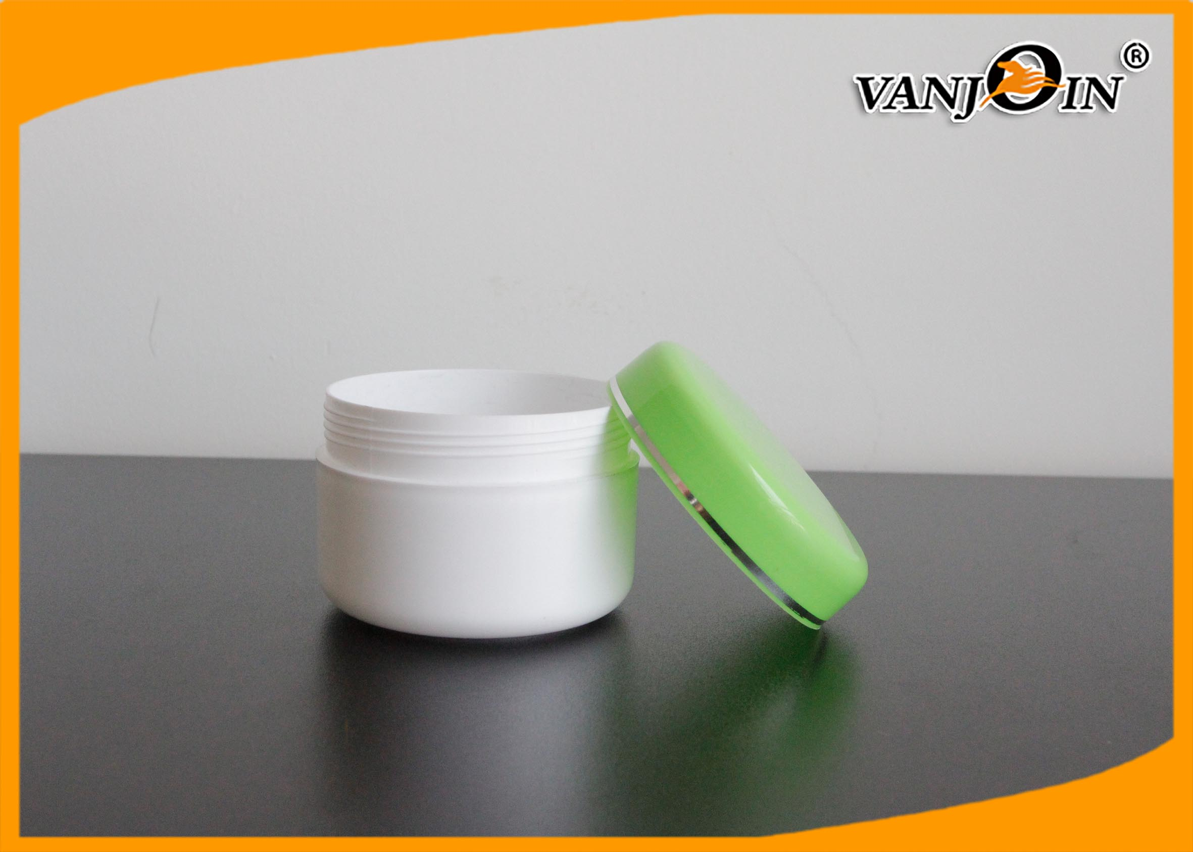 Empty Round 140ml Plastic Cream Jar with Green Lids for Skin Care Cream Packaging
